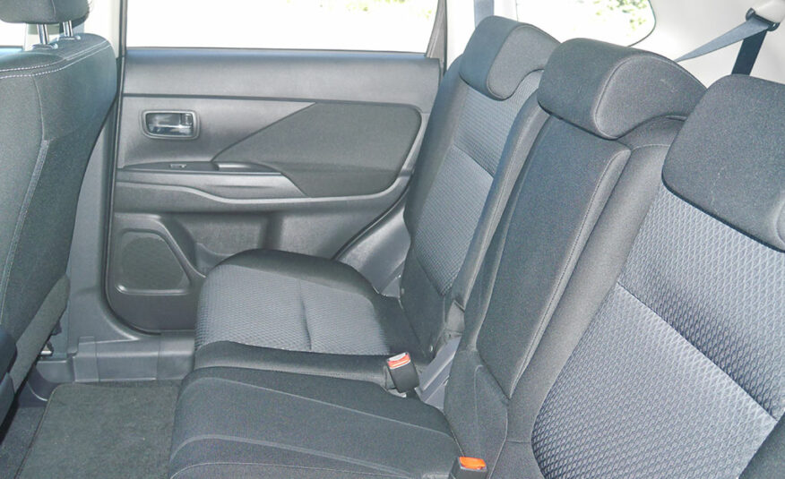 2016 Mitsubishi Outlander LS 2.0L 2WD 7 Seater