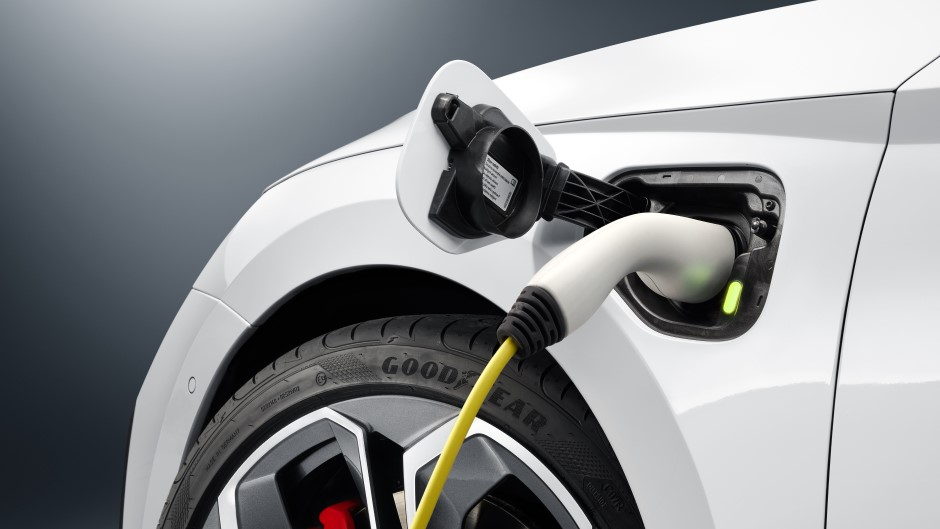 uk-rule-groundbreaking-for-electric-cars